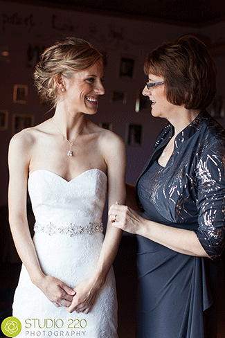 bride-with-mom