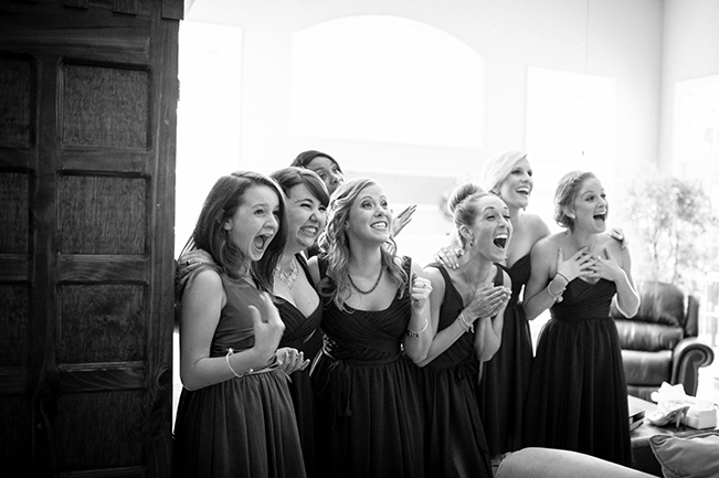 bridesmaids-seeing-bride-for-the-first-time