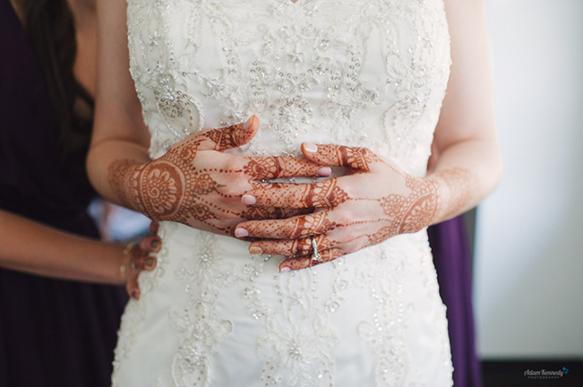 bride-with-henna-hands