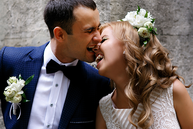 groom-biting-brides-nose