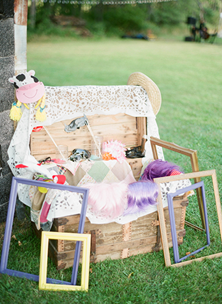 photobooth-props-for-rustic-wedding