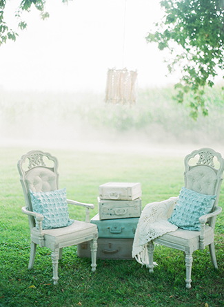 rustic-chairs-for-wedding