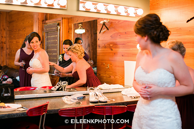 maid of honor getting bride ready