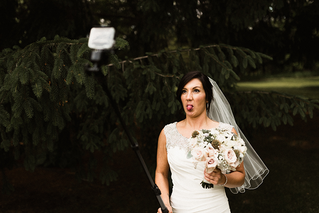 bride-taking-selfie