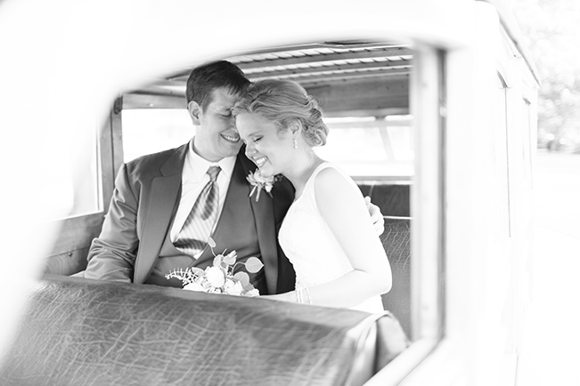 bride-and-groom-in-car
