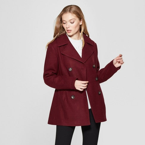 Burgundy pea coat | How to Pick the Perfect Fall Engagement Photo Outfits