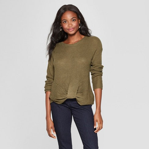 olive green sweater | How to Pick the Perfect Fall Engagement Photo Outfits