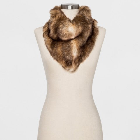 fur scarf | What to Wear to a Winter Wedding