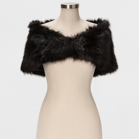 fur shawl | What to Wear to a Winter Wedding