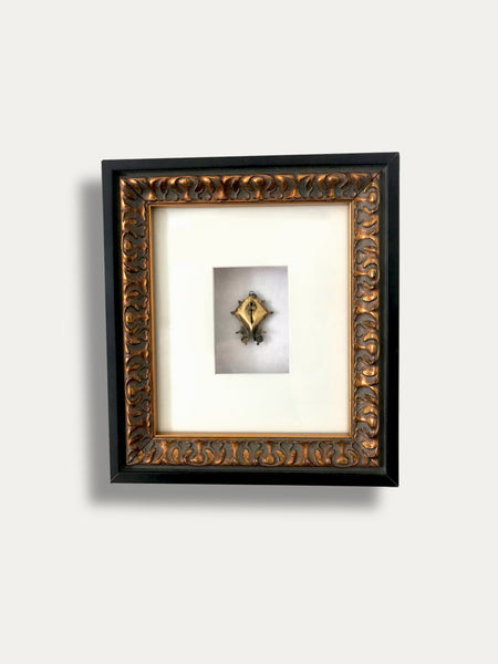FRAME WITH MAMULI EARRING