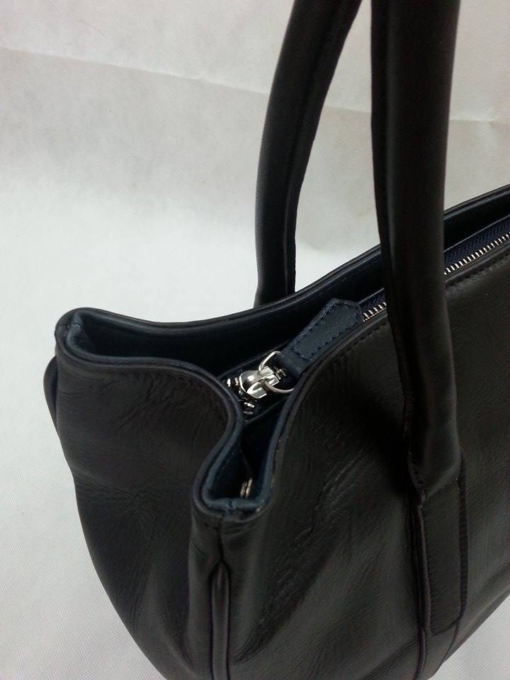 black ellie tote close up.jpg