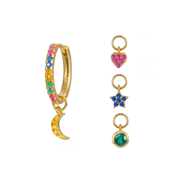 mini aros de circonitas multicolor para piercing con charms o colgantes intercambiables de estrella, luna, corazón y círculo. Están confeccionados en plata de ley con baño de oro 18 kilates. gold plated sterling silver rainbow zircon hoop earrings for piercing with star, heart and moon pendant charms