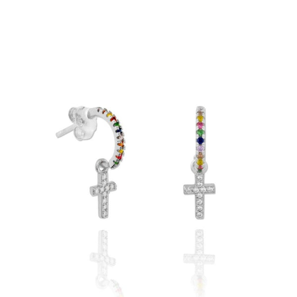pequeños aros de piercing multicolor con cruz confeccionados en plata de ley con baño de oro 18 kilates. Gold plated rainbow hoop earrings with cross pendant