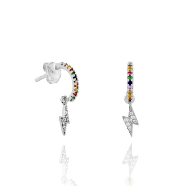 pequeños aros de piercing multicolor con rayo confeccionados en plata de ley con baño de oro 18 kilates. Gold plated rainbow hoop earrings with thunder pendant