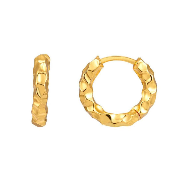 pendientes de aro medianos y gruesos confeccionados en plata de ley con baño de oro 18 kilates. Gold plated sterling silver medium size chunky hoop earrings
