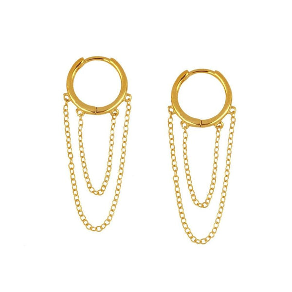 aritos para piercing con cadenas que están confeccionados en plata de ley con baño de oro 18 kilates. Gold plated hoop earrings with chains for piercing.