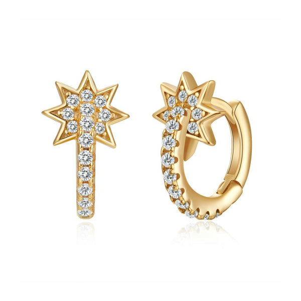 pendientes de aro pequeños con cierre fácil y forma de estrella que están confeccionados en plata de ley con baño de oro 18 kilates y circonitas y son perfectos para piercing. Gold plated sterling silver star hoop earrings with zircon for piercing