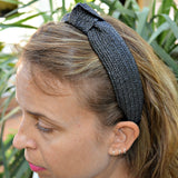 diadema con nudo de fibra natural de rafia negra. natural black raffia headband or hairband