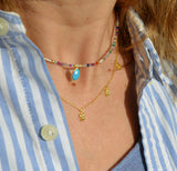 gargantilla o collar personalizado con inicial para regalar confeccionado con minerales multicolor.  customize your natural stone necklace for a gift with letters.