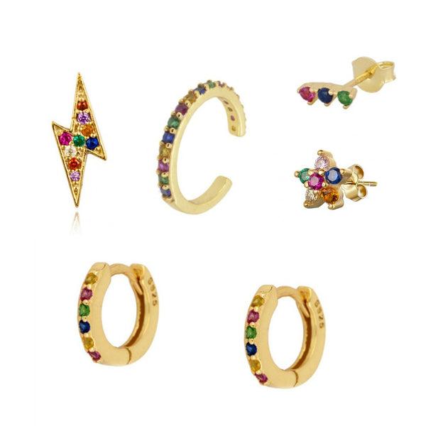 mix de pendientes y aritos multicolor para piercing confeccionados en plata de ley con baño de oro 18 kilates. Gold plated silver rainbow hoop earring and ear cuff mix for piercing