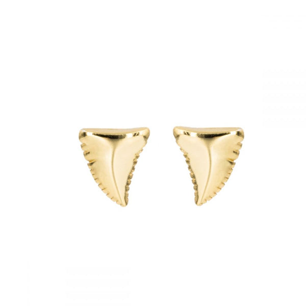 Pendientes mini o pequeños de DIENTE DE tiburón confeccinados en plata de ley y baño de oro 18 kilates. Gold plated sterling silver small shark tooth piercing earrings.