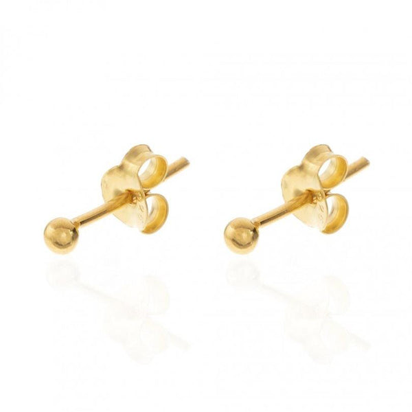 Pequeños pendientes mini de bolitas de 2,5 mm para llevar en agujeros de piercing y que están confeccionados en plata de ley con baño de oro 18 kilates. gold plated sterling silver mini bead earrings for piercing