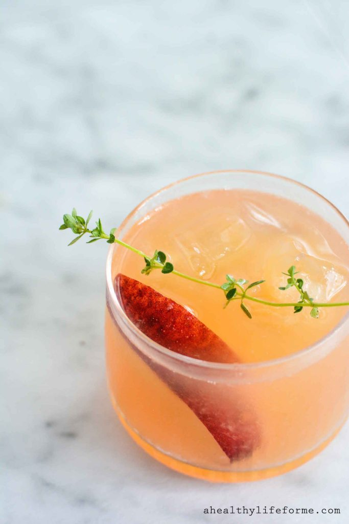 Peach Bourbon Thyme Smash | Healthy Drinks and Low Calorie Cocktails | Vesper & Vine | Celebrations & Cocktail Hour Essentials