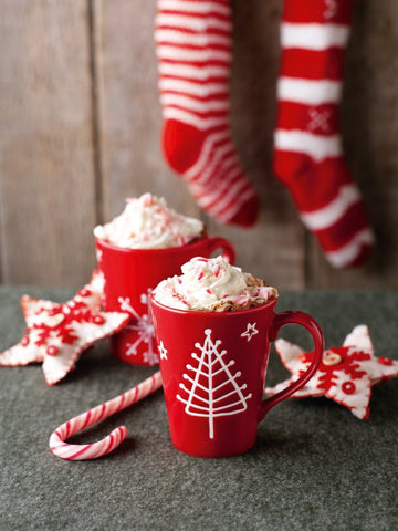 6 Modern Holiday Cocktails | Hot Cocoa and Peppermint Schnapps | Vesper & Vine
