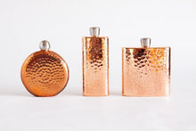 Load image into Gallery viewer, Hammered Round Copper Flask