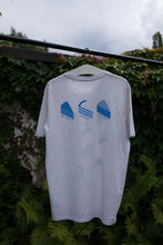 Load image into Gallery viewer, Kuchen Shirt gegen Rassismus / Print Blau