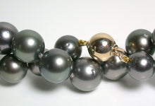 Load image into Gallery viewer, 9.8-11.9mm Tahitian pearl & 9ct gold necklace