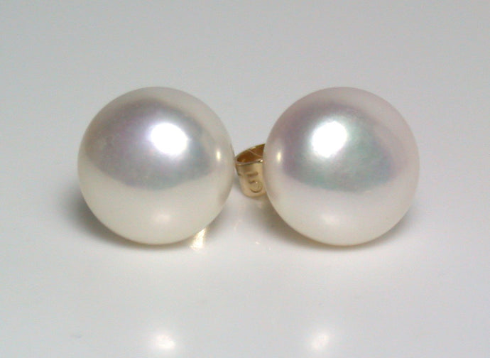 8.5-9mm white pearl & 9 carat gold earrings