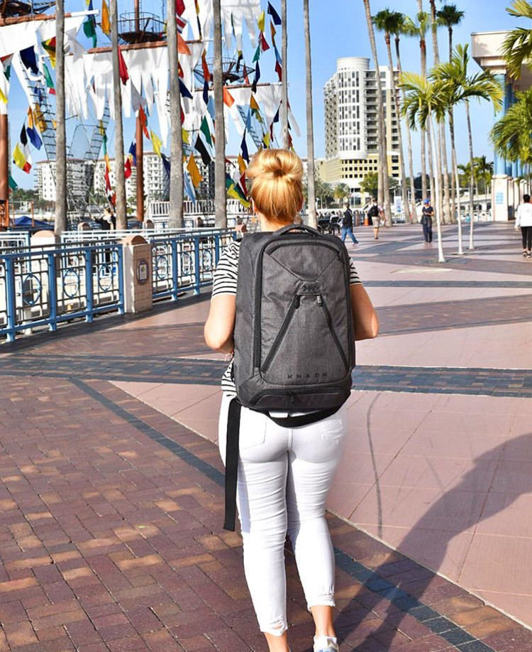 Jen Truman using her large Knack Pack in Florida