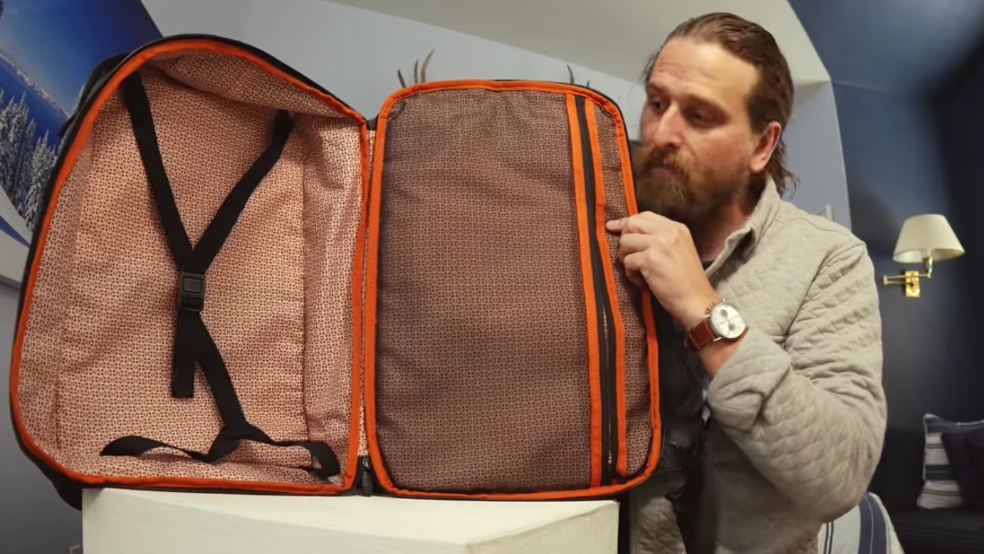 From everyday carry to travel using the expandable luggage compartment