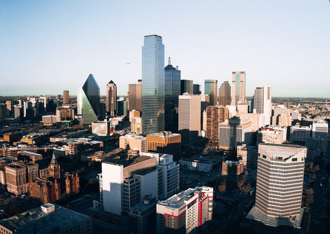 A guide for restaurants and sights to see while on a business trip to Dallas, Texas.