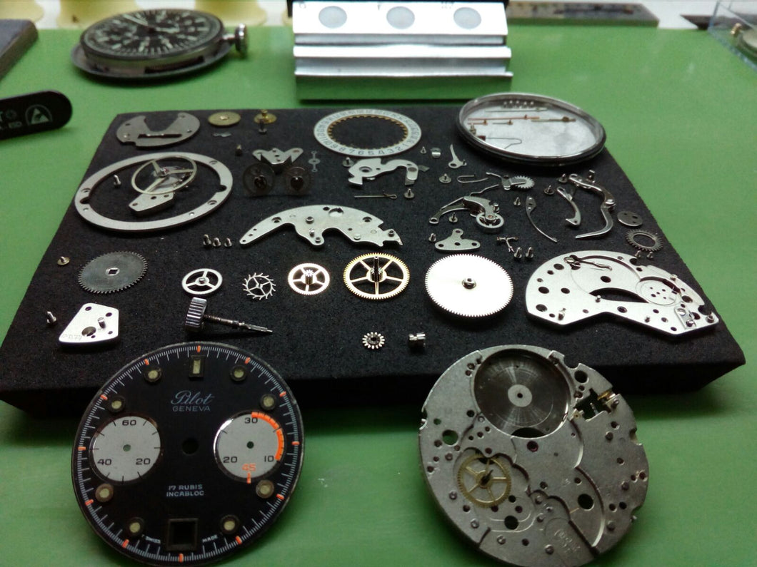 Full movement service for chronographs