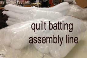 assembly and folding table for quilt batting