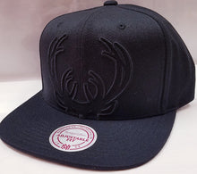 Load image into Gallery viewer, M&N Cropped XL Logo Milwaukee Bucks Snapback