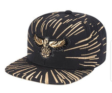 Load image into Gallery viewer, Mitchell & Ness Nucleo Gold Snapback Atlanta Hawks