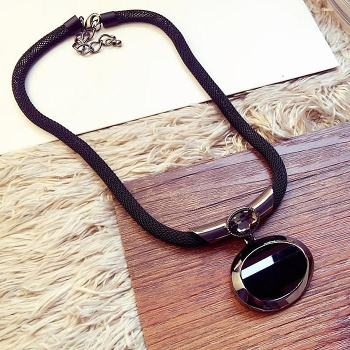 Women Elegant Fashion Oval Stone Pendant Chain