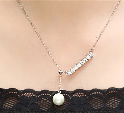Dropping Pearl Pendant