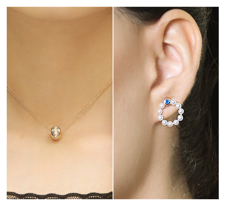 PATTIE ROLLED PENDANT & PEARL STUD EARRING
