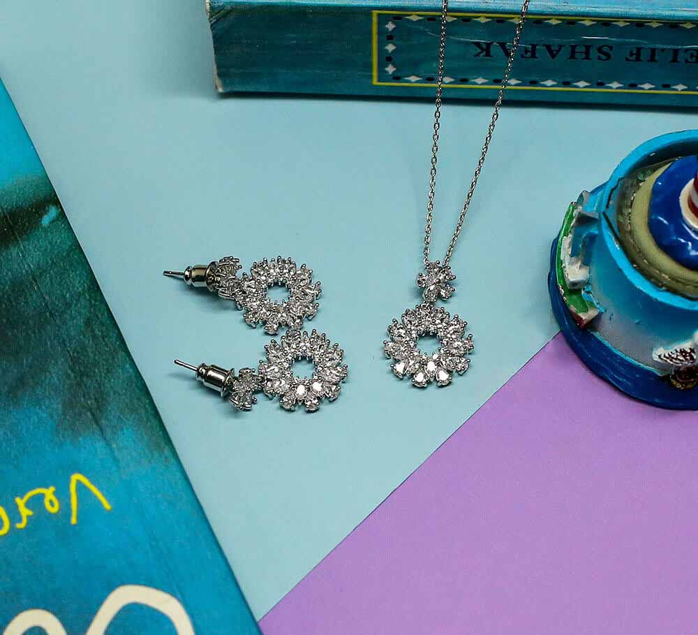 Buy Women Pendant Sets Online In Pakistan