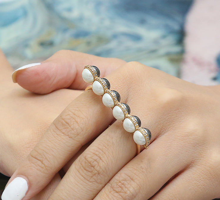 Day to Night Two Finger Ring – Golden