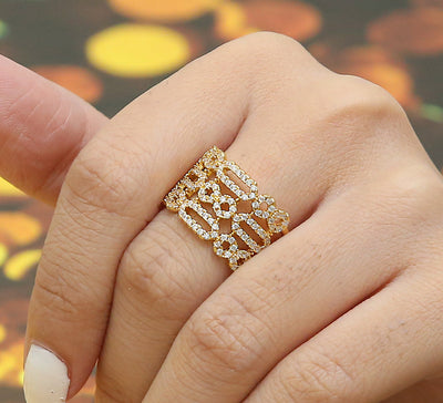Streamlined Pave Ring – Golden