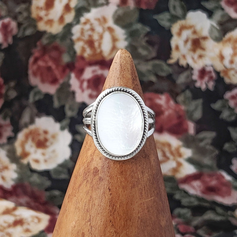 Sterling Silver Oval Mother of Pearl Stone Ring
