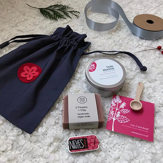 Rose gift set flatlay