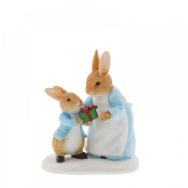 Mrs. Rabbit Passing Peter Rabbit a Present Figurine - Olleke | Disney and Harry Potter Merchandise shop