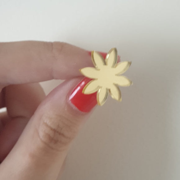 Daisy Stud (Gold Mirror)