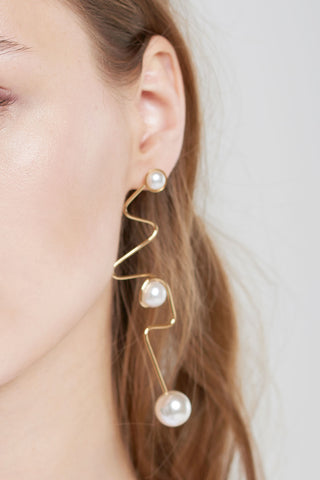 Sketch Line Pearl Earrings-Gold